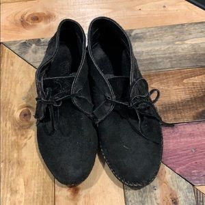 Minnetonka Moccasin Black Shoes